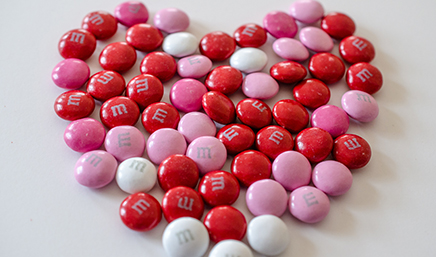Valentine's_day_M&Ms_in_the_shape_of_a_heart_(8418026760)