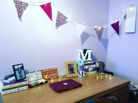 student-room-tour-desk