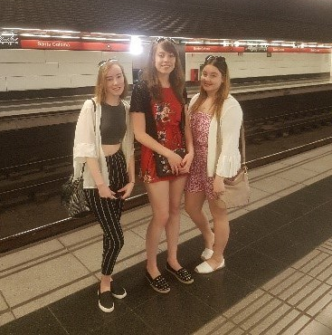 strive-trio-girls-train